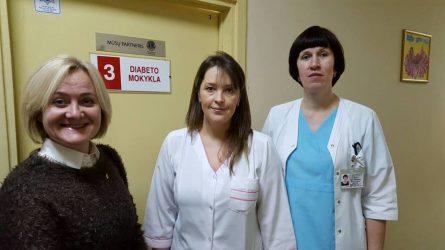Šiaulių diabeto mokyklėlei, 20 gliukozės jutiklių, kainuojančių 1000 Eur.