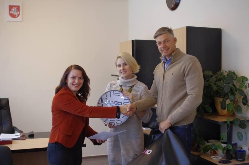 """Šiaulių """"Saulėtekio"""" gimnazija pasirašė bendradarbiavimo sutartį su I. Jagmino vairavimo mokykla"""