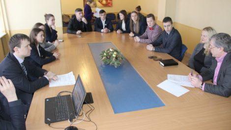 Rajonų vadovai savivaldybės aktualijas aptarė su aktyviu jaunimu