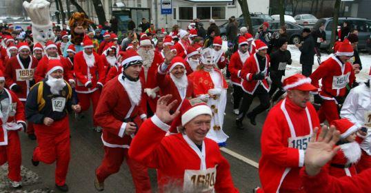 Per 2 tūkst. Kalėdų senelių ir Snieguolių sekmadienį sostinėje varžysis Kalėdiniame bėgime