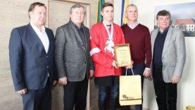 Šešiolikmečio ledo ritulininko P. Macijausko svajonė – pavardė ant Stenlio taurės