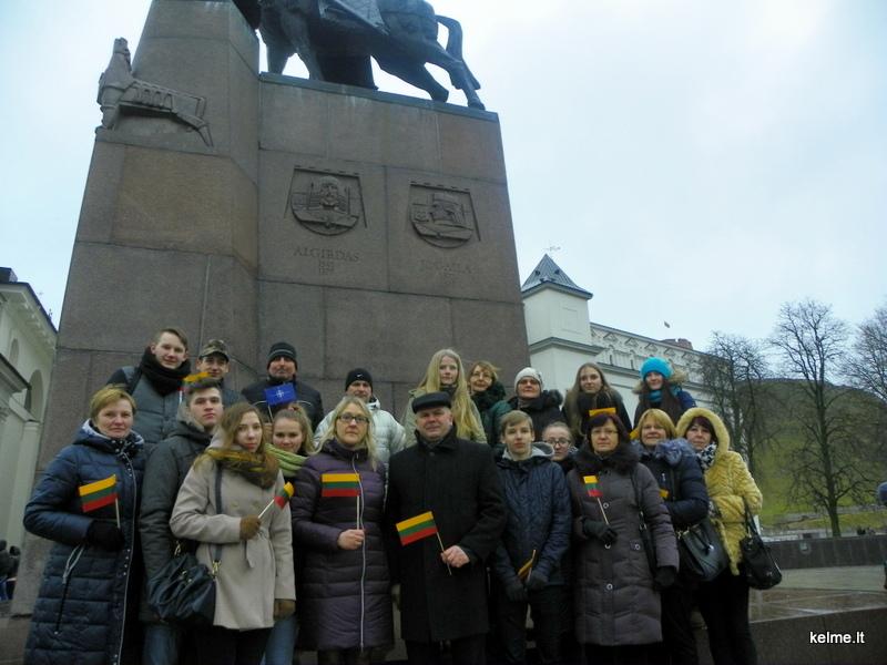 Gedimino pilies bokšto vėliava perduota Šaukėnų Vlado Pūtvio-Putvinskio gimnazijai