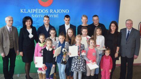 Apdovanotos jaunosios futbolininkės