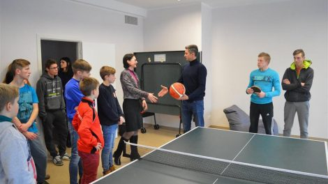 """Alytaus miesto bendruomenės centrą aplankė """"Dzūkijos"""" klubo krepšininkai"""