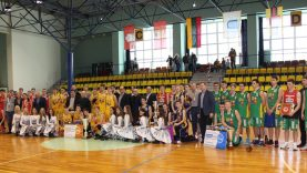 Jubiliejiniame Alytaus apskrities bendrojo ugdymo mokyklų klasių krepšinio čempionato finale – atkaklios kovos ir įspūdingi prizai