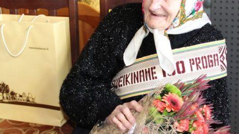 Šimtametės ilgaamžiškumo paslaptis – malda ir sunkus darbas