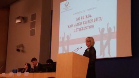 Raseinių VTAS vedėja skaitė pranešimą konferencijoje Seime