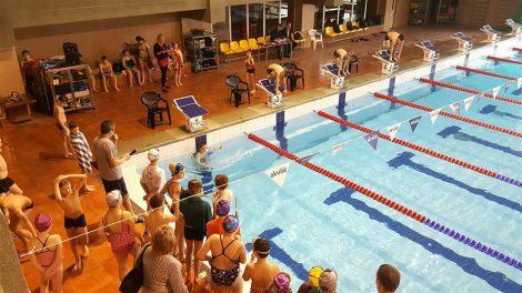 Alytaus plaukimo varžybų nugalėtoja – Šaltinių pagrindinės mokyklos komanda