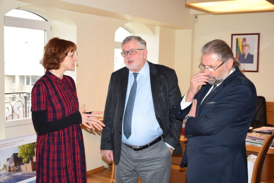 """Įmonės """"Biotechparma"""" vadovui prof. Valdui Algirdui Bumeliui pristatytos investuoti Panevėžyje galimybės"""
