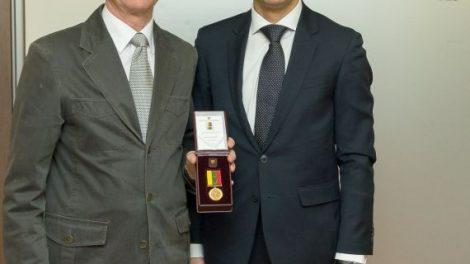 """R. Kaseliui įteiktas aukso medalis """"Už nuopelnus Lietuvos sportui"""""""