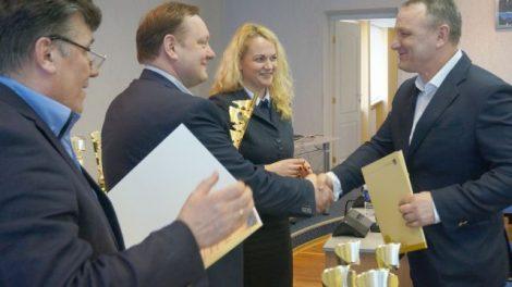 Padėkos ir atminimo dovanėlės – geriausiems Kėdainių krašto sportininkams
