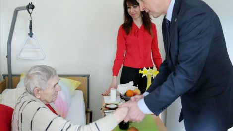 Tauragės rajono vadovai aplankė Lauksargių globos namų gyventojus