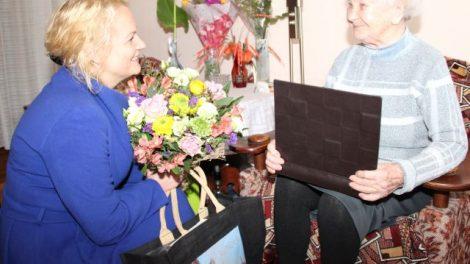 Šimtametei V. Adomavičienei labiausiai patinka skaityti knygas
