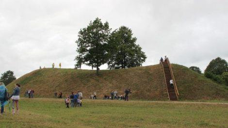 Rinkime gražiausią Lietuvos piliakalnį, tarp kurių – Bakainių piliakalnis