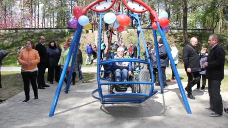 Druskininkų K. Dineikos sveikatingumo parke  – sūpynės neįgaliesiems