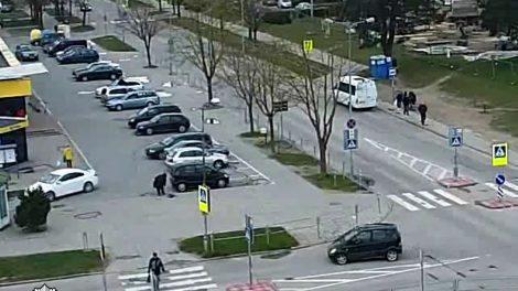 Grigiškėse automobilis partrenkė senyvą moterį