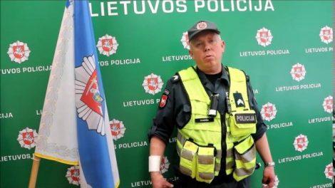 """Naktį langą daužęs ir gelbėti gyvybės skubėjęs pareigūnas: """"Visko būna"""""""