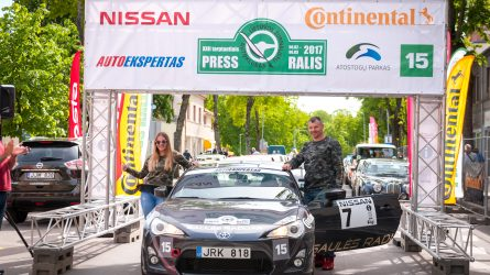 """I - a vieta Press rally 2017 m. """"Saulės radijo"""" ekipažui. (II klasė)"""