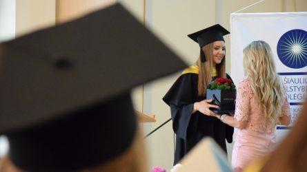 Diplomus gaus beveik 700 Šiaulių valstybinės kolegijos studentų