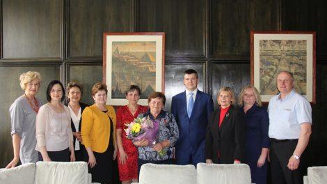 """Septynis vaikus užauginusiai druskininkietei Onai Markelionienei – ordino """"Už nuopelnus Lietuvai"""" medalis"""