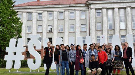 Kolegijoje svečiavosi moksleiviai iš Indijos