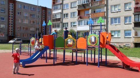 Vaikų laisvalaikio praleidimo erdvė atsinaujino – tausokime ir saugokime ją