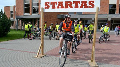 Piliakalnių metais dviratininkai aplankė Radviliškio rajono piliakalnius