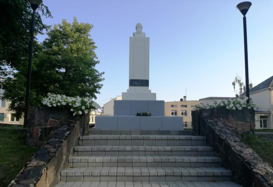 Utenoje atnaujintas Nepriklausomybės akto signataro Jono Basanavičiaus paminklas
