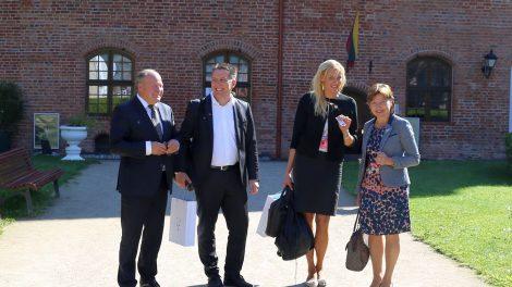 DECURA akademija žengia į Lietuvą su pasaulyje garsių kompanijų vardais