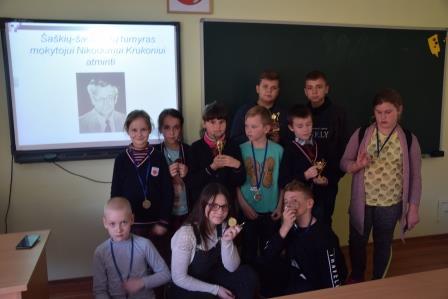 Dainavos pagrindinėje mokykloje Šaškių-šachmatų turnyras buvusiam mokytojui Nikodemui Krukoniui atminti