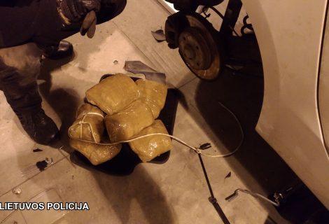 Užsieniečio automobilyje rasta narkotinių medžiagų už daugiau kaip pusė milijono eurų