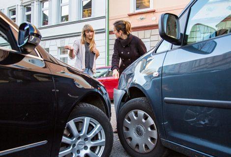 Sužinokite, kada eismo įvykių kaltininkai kaltę suverčia nukentėjusiems žmonėms