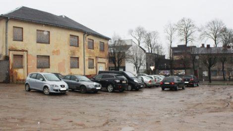 Telšių rajono savivaldybė miesto centre įrengs automobilių stovėjimo aikštelę
