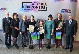 Savivaldybėje pagerbtos tarptautiniame konkurse aukso medalius laimėjusios saksofonininkės