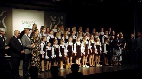 Pirmajai profesionaliai muzikos mokyklai – 145-eri