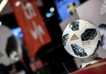 """Lietuvoje pristatytas 2018 m. pasaulio futbolo čempionato kamuolys """"Telstar 18"""""""