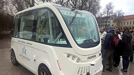Meras Sigitas Mičiulis išbandė pirmąjį Lietuvoje savaeigį automobilį
