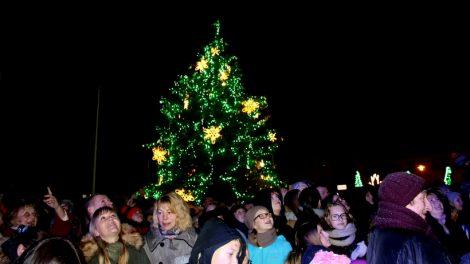 Lazdijų mieste įžiebta kalėdinė eglė