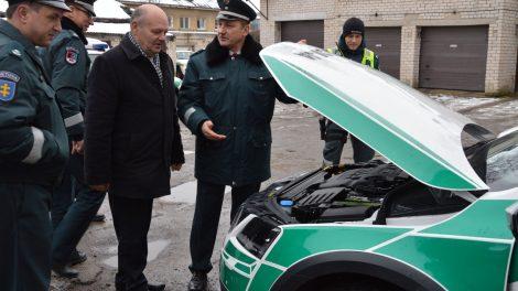 Radviliškio rajono savivaldybės parama policijai – trys nauji automobiliai (VIDEO)