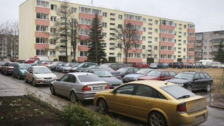 Automobilių šimtai, o vietos jiems – nėra
