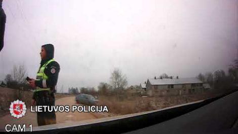 Aktyvus kelių policininkų savaitgalis Žemaitijoje: girti, beteisiai ir pabėgę vairuotojai