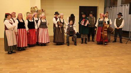 "Vyko folkloro kolektyvų šventė ""Graži mūsų šeimynėlė"""