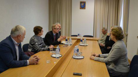 Sveikatos ir socialinių reikalų komiteto posėdyje aptartas klausimas dėl Varėnos ligoninės