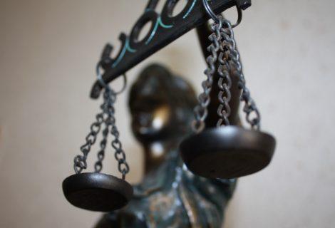 Greit aštuoniasdešimtmetį švęsiančiam vyrui dėl smurto prieš žmoną – apribota laisvė