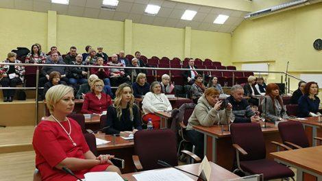 Radviliškio rajono savivaldybėje diskutuota apie darbo tarybų ir profesinių sąjungų veiklą