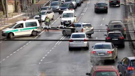 Operatyvi Kauno pareigūnų pagalba sugedusio automobilio vairuotojai