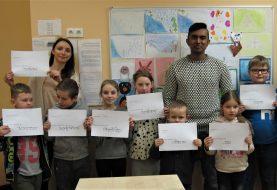 Anglų kalbos pamokoje - svečias iš Bangladešo