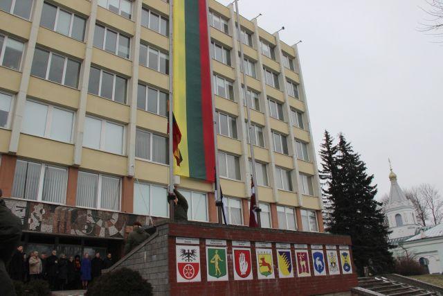 Kovo 11-ąją bus tikrinama, kaip laikomasi vėliavų iškėlimo tvarkos