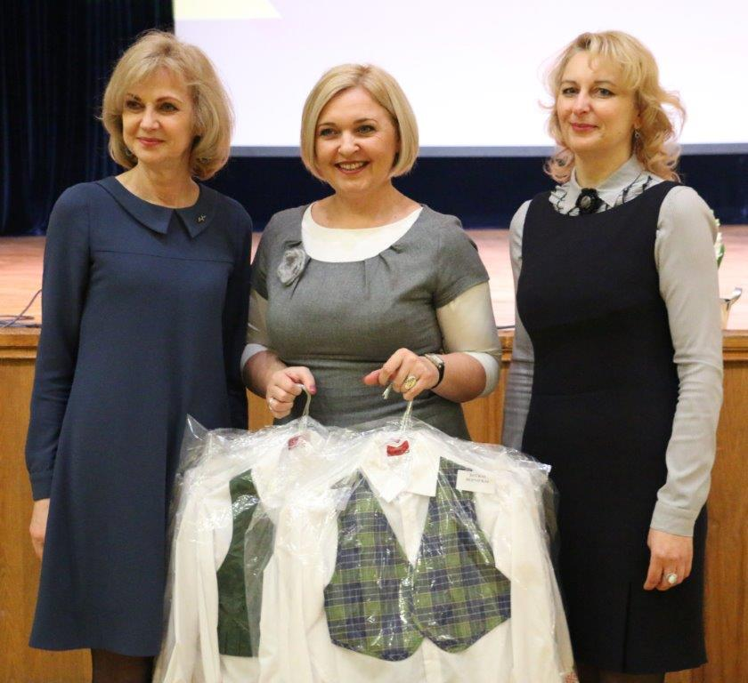 Alytaus miesto švietimo įstaigoms padovanoti tautiniai kostiumai