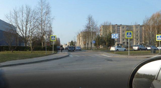Tikrinama, kaip prie miesto mokyklų yra laikomasi saugos eismo taisyklių
